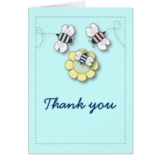 La familia feliz de la abeja en azul le agradece c tarjeta pequeña