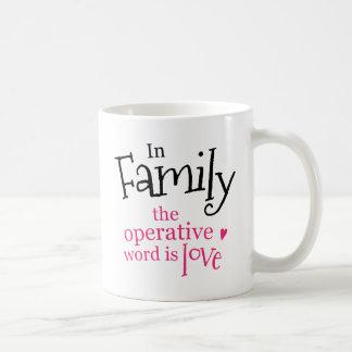 La familia la palabra operativa es amor taza clásica