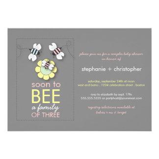 La familia moderna a la abeja junta la fiesta de b invitaciones personalizada