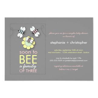 La familia moderna a la abeja junta la fiesta de invitaciones personalizada