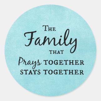 La familia que ruega junta, permanece junta pegatina redonda