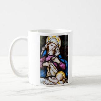 La familia santa que representa Madonna y al niño Taza