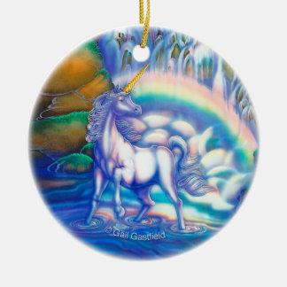 La fantasía baja los naipes adorno navideño redondo de cerámica