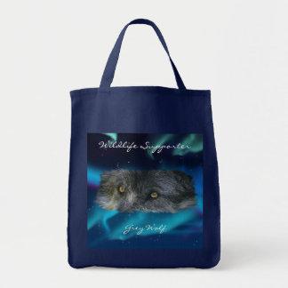 La fauna de los ojos del lobo gris lleva el bolso bolsas