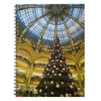 La Fayette en el navidad, París, Francia de Galeri Spiral Notebook