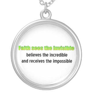 La fe considera el invisible colgante redondo