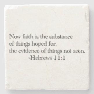 La fe es la sustancia posavasos de piedra