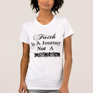 La fe es un viaje, no una camisa del destino