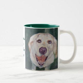La felicidad de la taza del labrador retriever es.