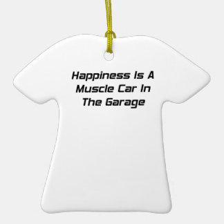 La felicidad es un coche del músculo en el garaje ornamentos de reyes magos