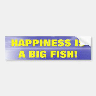 La felicidad es un pescado grande pegatina de parachoque