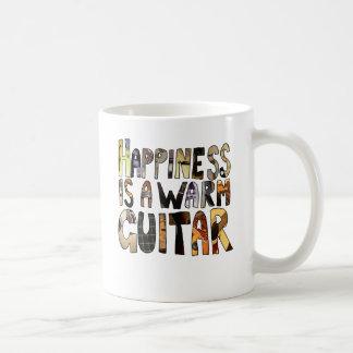 La felicidad es una guitarra caliente taza de café