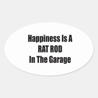 La felicidad es una rata Rod en el garaje Pegatina Ovalada