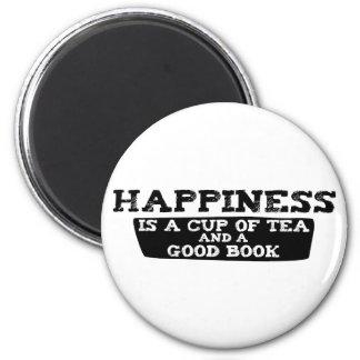 La felicidad es una taza de té y de un buen libro imán redondo 5 cm