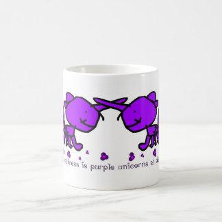 La felicidad es unicornios púrpuras en el juego taza clásica