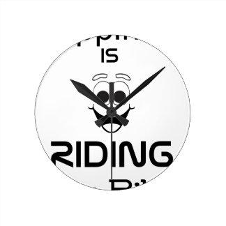La felicidad está montando mi bici reloj redondo mediano
