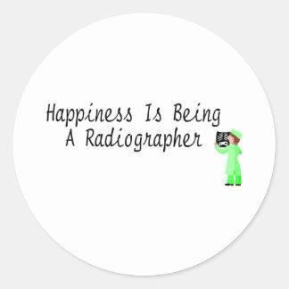 La felicidad está siendo ayudante radiólogo pegatina redonda