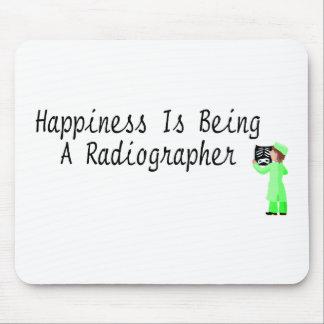 La felicidad está siendo ayudante radiólogo tapete de ratones