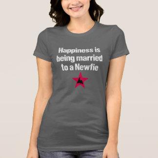 La felicidad está siendo casada con un Newfie (el  Playera