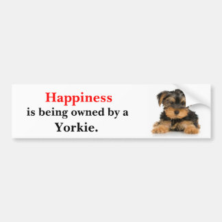 La felicidad está siendo poseída por un Yorkie Pegatina Para Auto