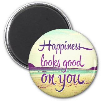 La felicidad parece buena en usted imán redondo 5 cm