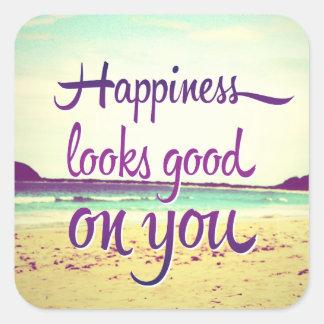 La felicidad parece buena en usted pegatina cuadrada