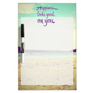 La felicidad parece buena en usted pizarra