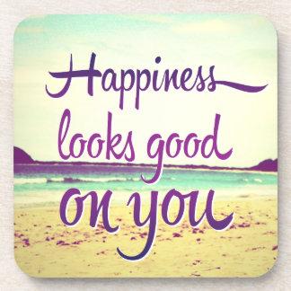 La felicidad parece buena en usted posavasos de bebidas