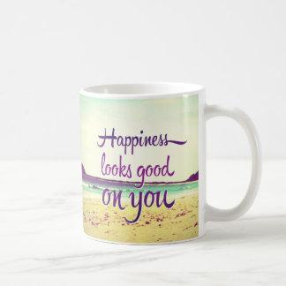La felicidad parece buena en usted taza
