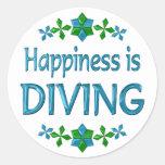 La felicidad se está zambulliendo etiqueta redonda