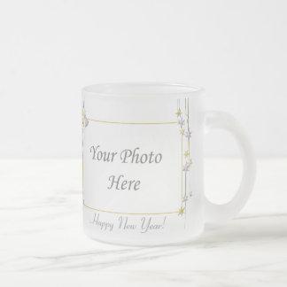 La Feliz Año Nuevo protagoniza el marco blanco Taza De Cristal