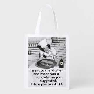 La feminista divertida me hace un bocadillo bolsas de la compra