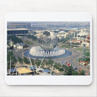 """La feria 1964 de mundo de Nueva York - """"Unisphere"""" Tapetes De Ratones"""