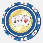 La ficha de póker azul con el patio Aces al Etiqueta Redonda