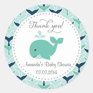 La fiesta de bienvenida al bebé de la ballena le pegatina redonda