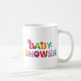 La fiesta de bienvenida al bebé de las palabras taza