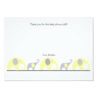 La fiesta de bienvenida al bebé gris amarilla del invitación 12,7 x 17,8 cm