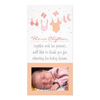 La fiesta de bienvenida al bebé le agradece: Ropa Tarjetas Fotograficas Personalizadas