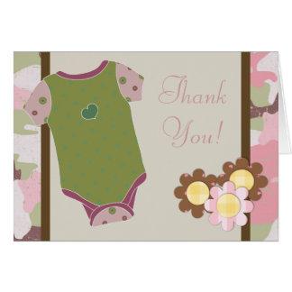 La fiesta de bienvenida al bebé rosada de Camoufla