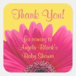 La fiesta de bienvenida al bebé rosada del amarill calcomanía cuadrada
