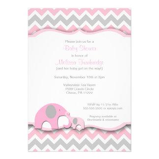 La fiesta de bienvenida al bebé rosada y gris de l invitacion personal