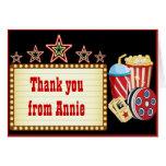 La fiesta de cumpleaños de la noche de película le felicitaciones