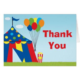 La fiesta de cumpleaños del carnaval le agradece tarjeta pequeña