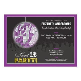 """La fiesta de cumpleaños del dulce 16 de la bola de invitación 5"""" x 7"""""""