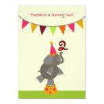 La fiesta de cumpleaños del elefante y de las invitaciones personalizada