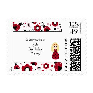 La fiesta de cumpleaños negra roja linda de los timbres postales