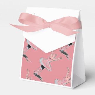 La fiesta de cumpleaños rosada del ballet de la caja para regalos