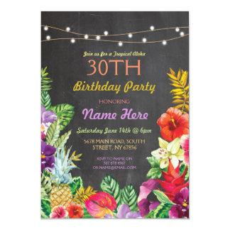 """La fiesta de cumpleaños tropical de la tiza de la invitación 5"""" x 7"""""""