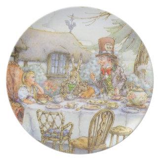 La fiesta del té del sombrerero enojado colorido platos