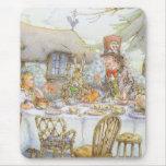 La fiesta del té del sombrerero enojado colorido alfombrilla de ratones